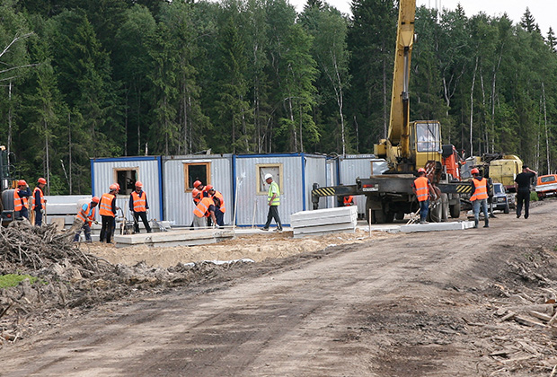 {А вот тут строится платный дублер Малой бетонки; центральная кольцевая автодорога (ЦКАД). Павел Орлов}