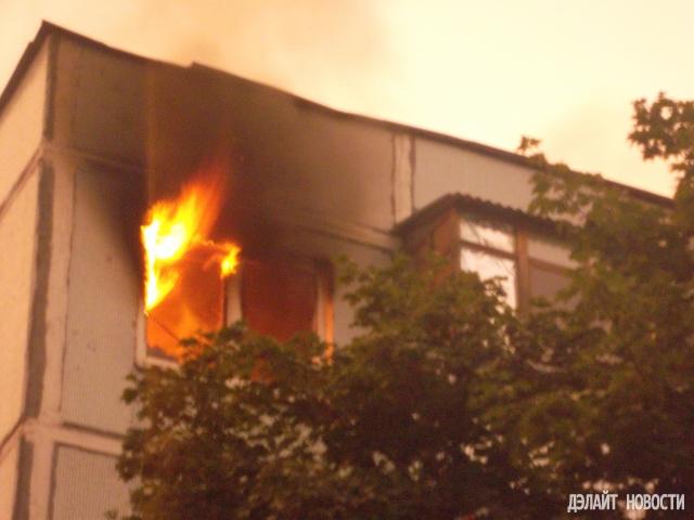 Из-за молнии произошел пожар в подмосковном Калининце