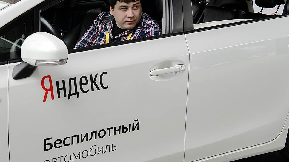 Беспилотный автомобиль ездит по дорогам Москвы. Видео