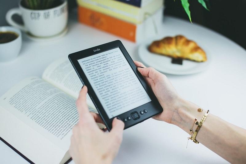 Электронная книга позволит всегда носить в кармане целую библиотеку